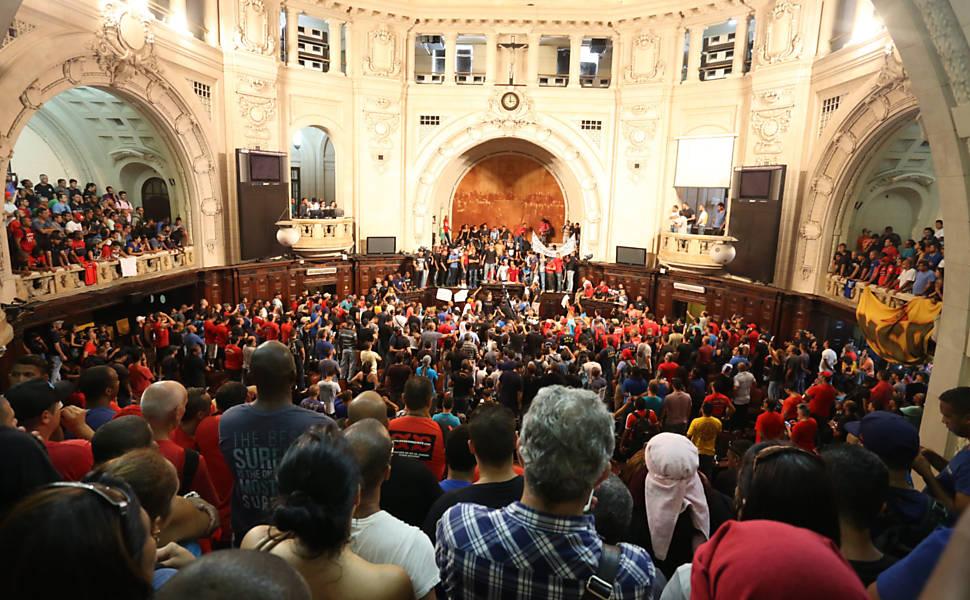 Protesto na Alerj contra pacote do governo Pezão