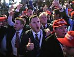 Apoiadores do republicano Donald Trump comemoram em Nova York resultados da apuração do pleito presidencial norte-americano