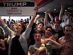 Na Universidade de Sydney, na Austrália, apoiadores de Trump reagem a vitória do republicano durante apuração do pleito presidencial dos EUA