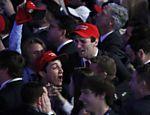 Em Nova York, apoiadores do republicano Donald Trump reagem aos resultados da apuração do pleito presidencial norte-americano