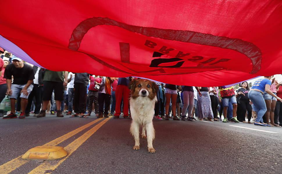 Protesto contra a PEC do Teto bloqueia vias de manhã em São Paulo