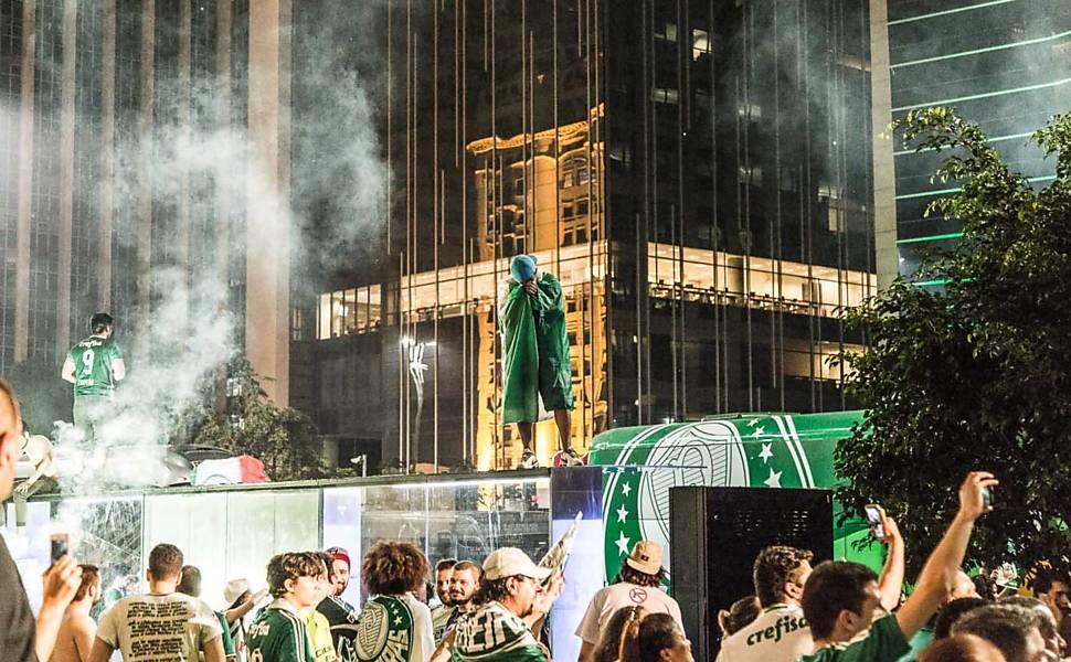 Torcedores festejam título do Palmeiras