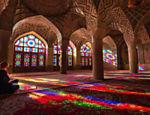 Interior da mesquita Nasir Ol Molk, em Shiraz, sudoeste do Irã