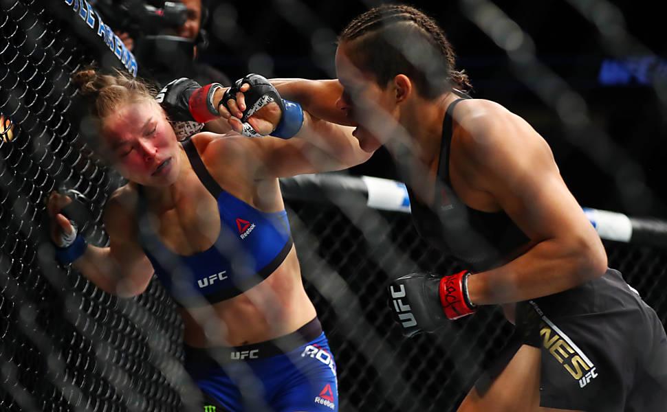 UFC  - Amanda Nunes nocauteou Ronda Rousey