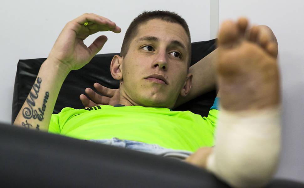 Follmann começa recuperação na Chapecoense