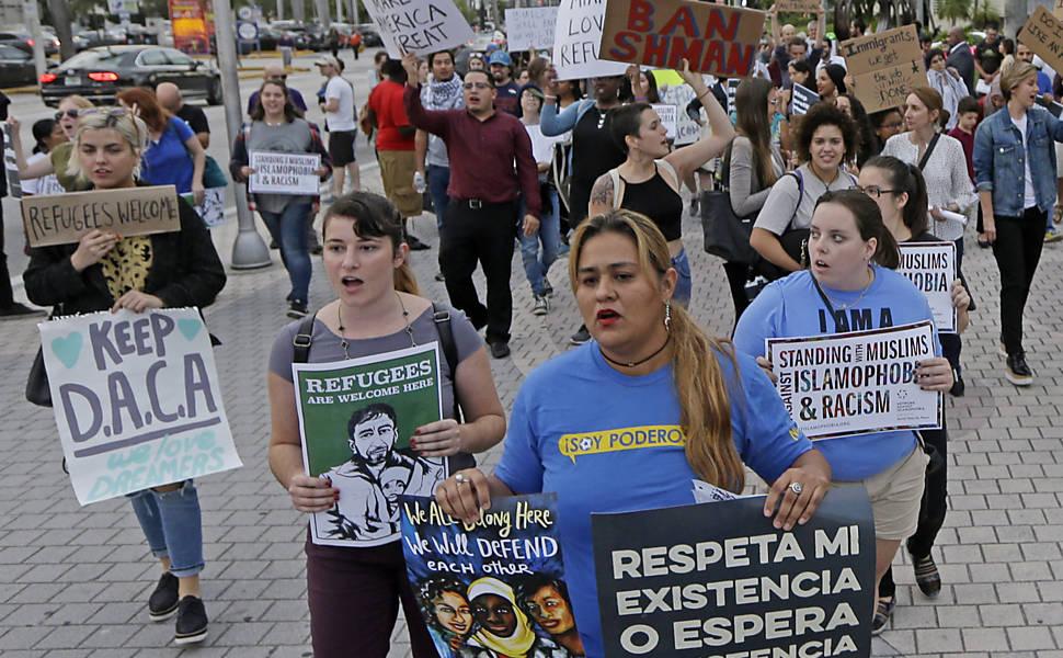 Protesto em Miami contra política de Trump para imigração