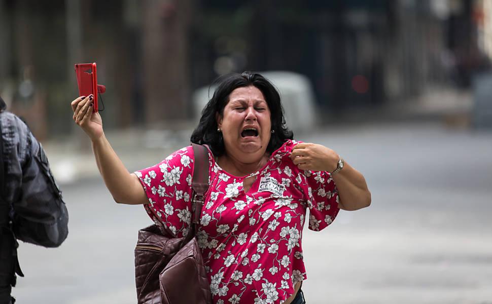 Servidores protestam contra plano de austeridade no Rio
