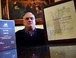 O italiano Luciano Baietti, 70, tem um desejo de superação que o converteu na pessoa com mais diplomas universitários no mundo