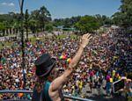 O cantor Alceu Valença no bloco Bicho Maluco Beleza no Monumento às Bandeiras, no Parque do Ibirapuera