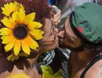 Bloco Bicho Maluco Beleza se reúne no Monumento às Bandeiras, no Parque do Ibirapuera