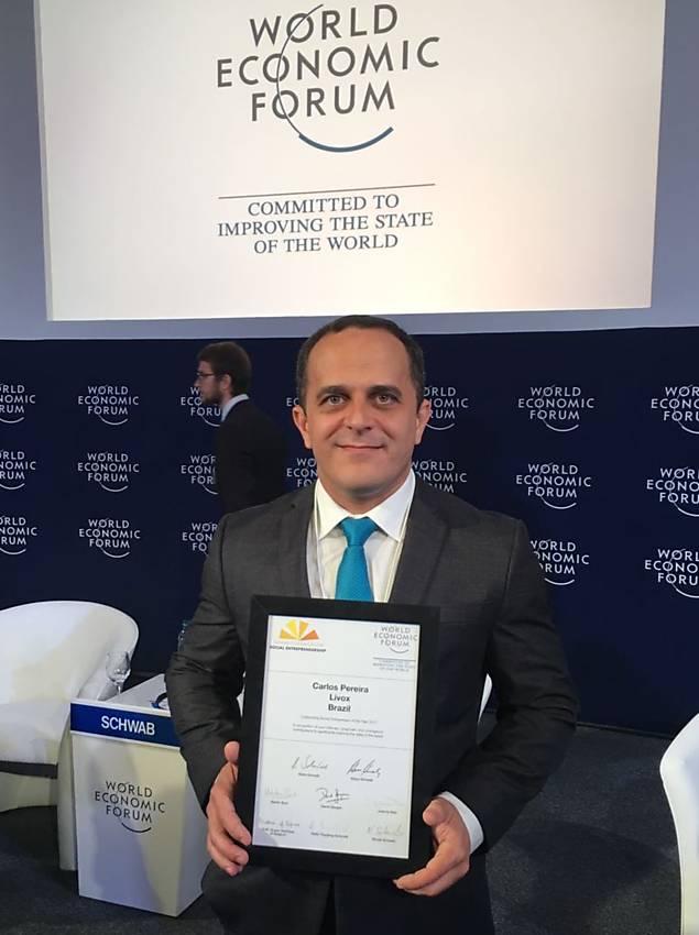 Carlos Pereira, vencedor do Prêmio Empreendedor Social, entra para a Rede Schwab