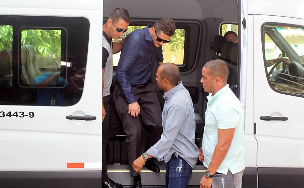 Marcos Harter chega a Deam de Jacarepaguá para depor