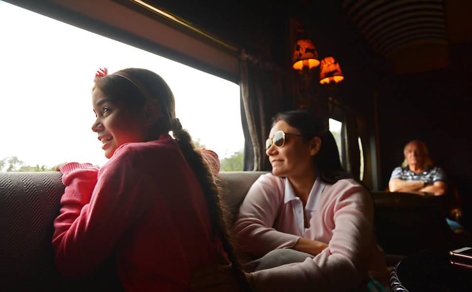 Viagem de trem entre Curitiba e Morretes
