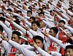 Soldados marcham na praça Kim Il Sung, em Pyongyang