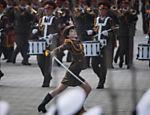 Performance dos guardas de honra do Exército Popular da Coreia na praça Kim Il-Sung durante um desfile militar que marca o 105º aniversário do nascimento do falecido líder norte-coreano Kim Il-Sung, em Pyongyang