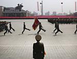 Parada militar na Praça Kim Il Sung, durante um desfile comemorativo de aniversário do fundador do país em Pyongyang, na Coreia do Norte