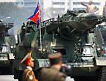 Mísseis são conduzidos durante um desfile militar que marca o 105º aniversário de nascimento do fundador do país Kim Il Sung, em Pyongyang na Coreia do Norte