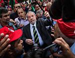 Lula antes de prestar depoimento na Justiça Federal de Curitiba