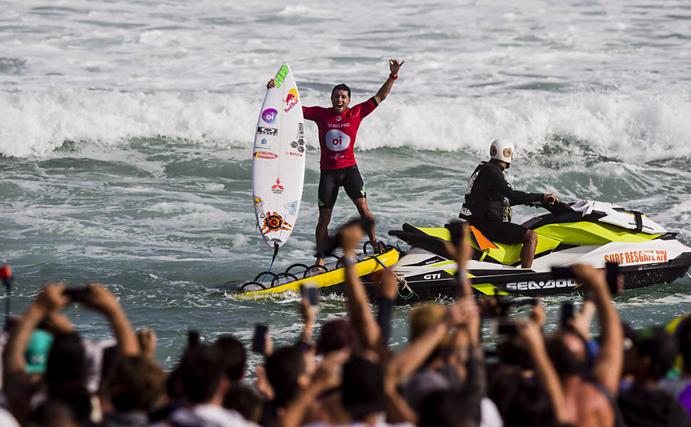 Mundial de Surfe chega a Saquarema (RJ)