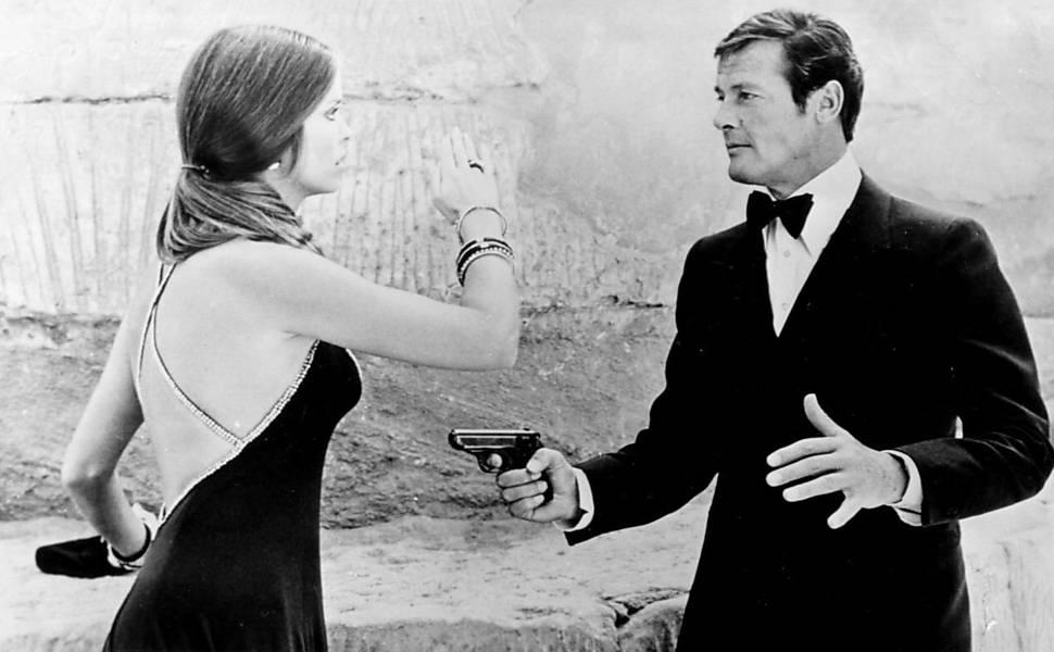 Confira imagens do ator Roger Moore como James Bond