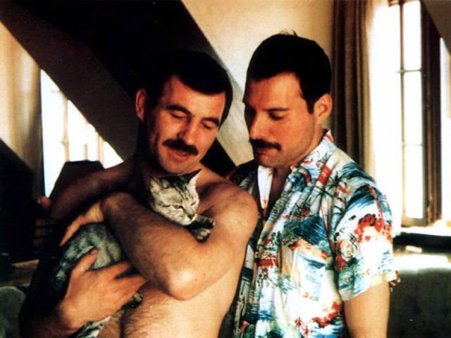 18 fotos raras mostram Freddie Mercury e seu namorado Jim Hutton no final da década de 1980