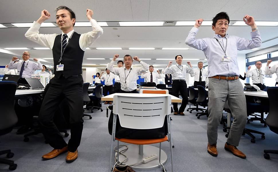 Exercícios no trabalho no Japão