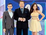 Os apresentadores Dudu Camargo, Silvio Santos e Maísa Silva