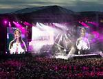 Ariana Grande durante o One Love Manchester, que reuniu 50 mil pessoas na arena Old Trafford em prol das vítimas do atentado ocorrido na saída de seu show na cidade inglesa duas semanas antes