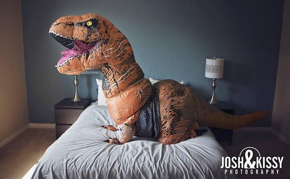 Sex Rex: noiva faz ensaio vestida de dinossauro