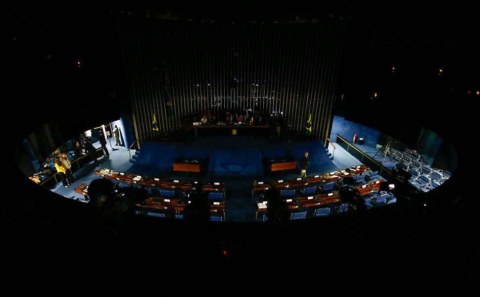 Senado no escuro