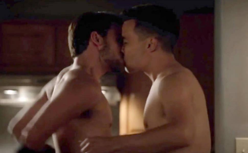 Connor (Jack Falahee) e Oliver (Conrad Ricamora) em cena de