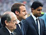 Nasser Al-Khelaifi (dir.) perto do presidente frâncês Emmanuel Macron durante jogo do PSG