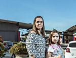 Maria Theresa Cella, 38, com a filha Maria Julia, 8: