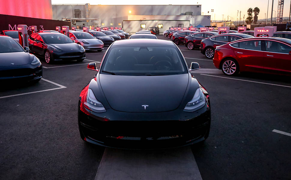 Tesla lança carro elétrico acessível