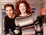 Eric McCormack e Debra Messing em imagem promocional de