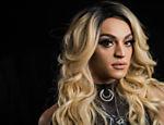 A drag queen Pabllo Vittar em ensaio fotográfico na paradisíaca Fernando de Noronha