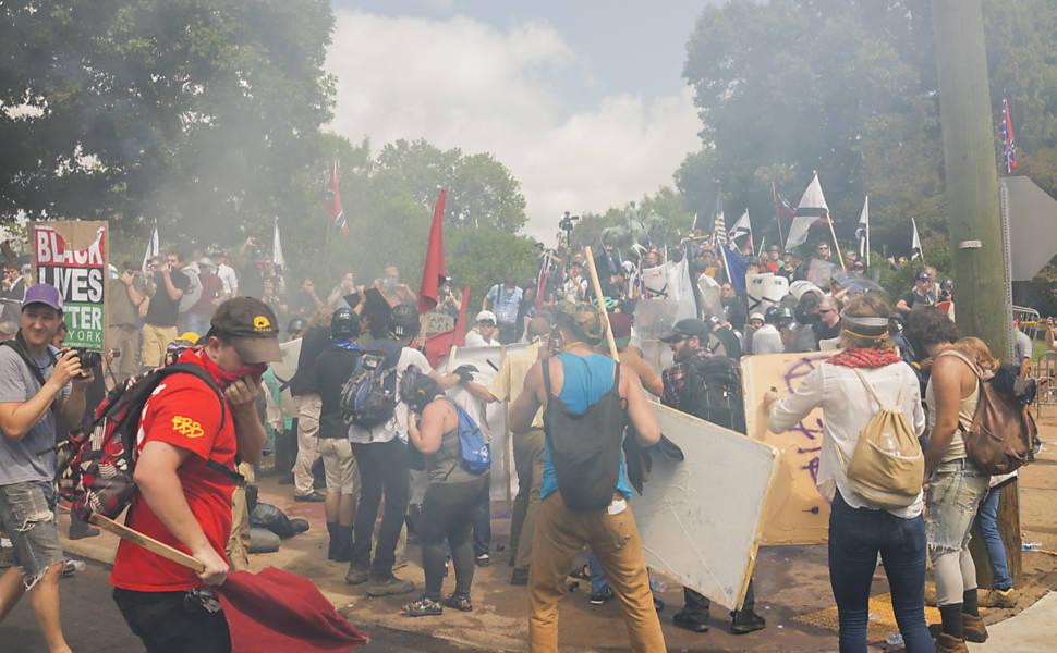 Luta nas ruas de Charlottesville