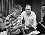 Chico ao lado do produtor Vinicius França e do músico Jorge Helder