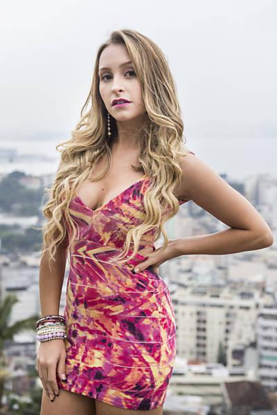 Imagens da atriz Carla Diaz