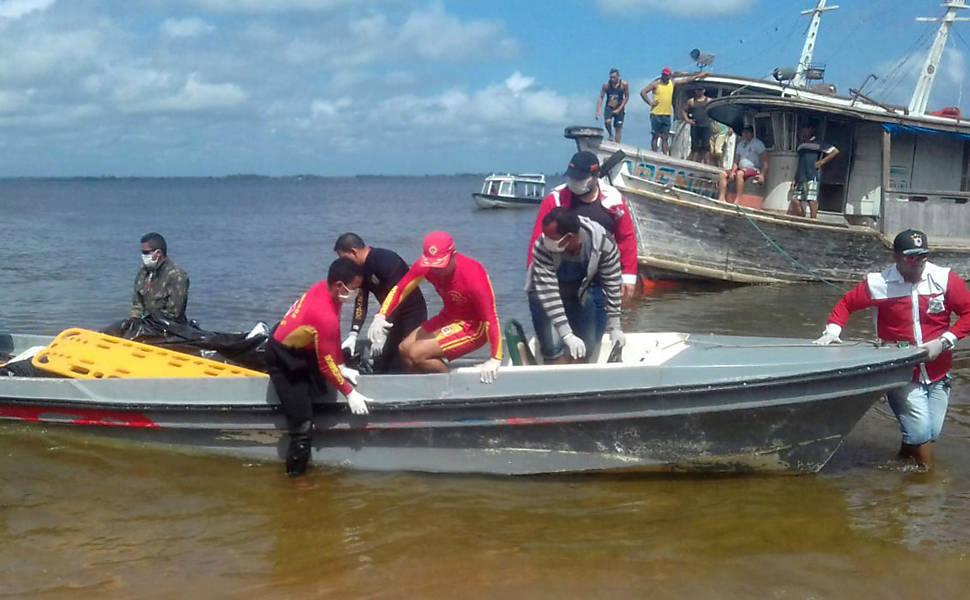 Barco naufraga no PA