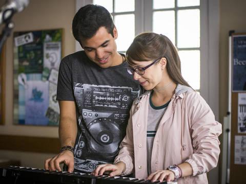 Guto ( Bruno Gadiol ) e Benê ( Daphne Bozaski ) em 'Malhação: Viva a Diferença'