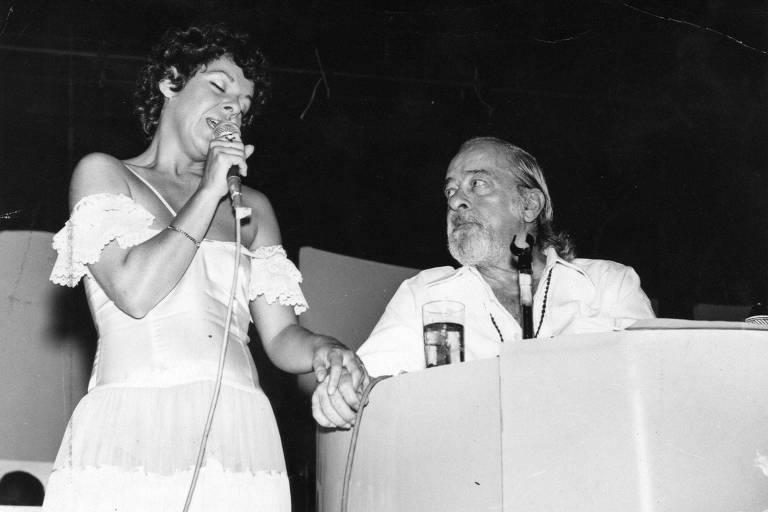 Prestes a subir no palco, Miúcha relembra passado com Vinicius, Chico e João Gilberto