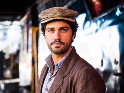Inácio (Bruno Cabrerizo) em cena da novela