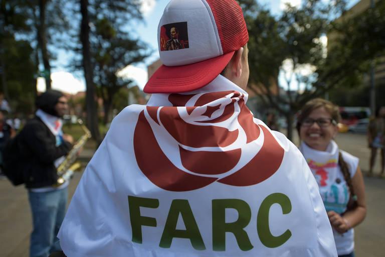 Militante da Farc se prepara para conven��o em setembro em Bogot�; partido apresenta plataforma