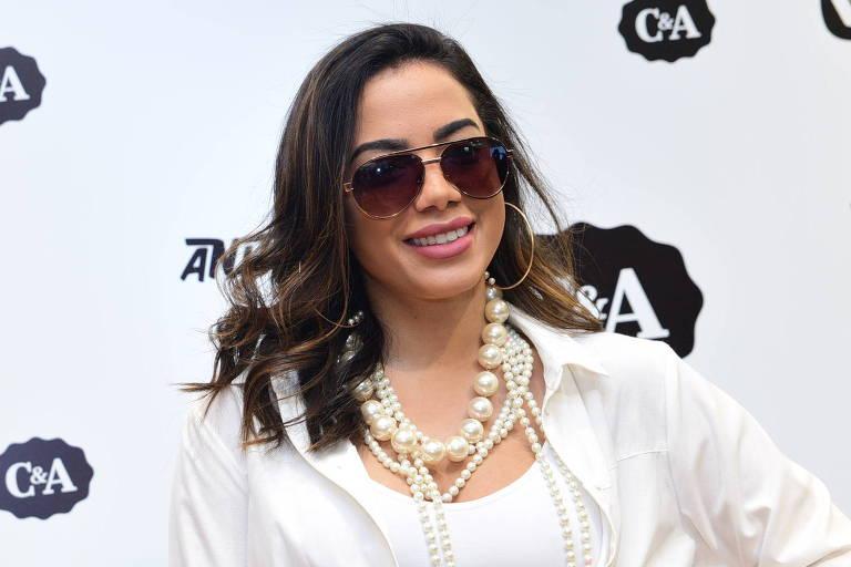 Anitta recebe imprensa em evento