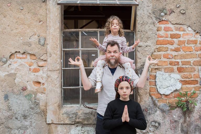 Marcos Piangers, 37, e as filhas Anita,12, e Aurora, 5