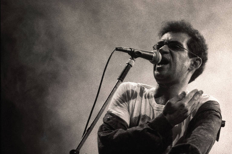 Renato Russo durante show da banda Legião Urbana, no Parque Antártica, em 1990