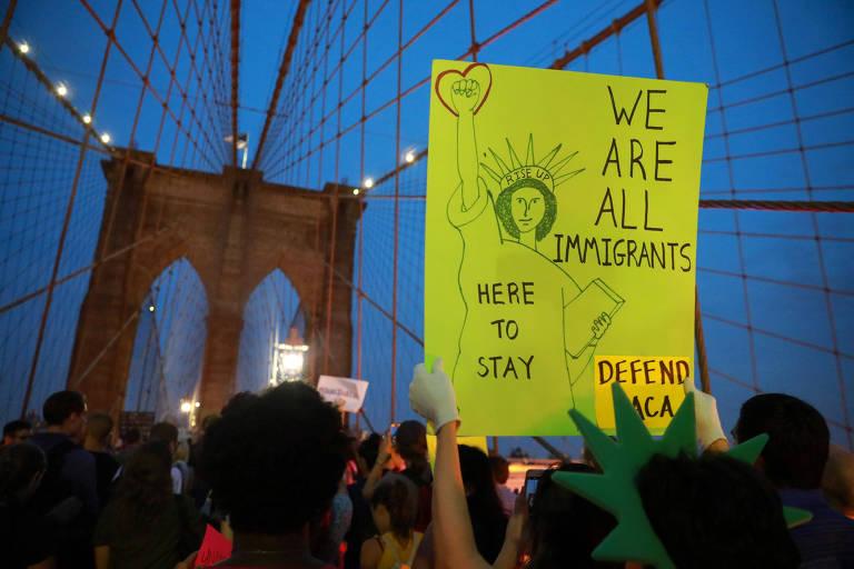 Manifestantes protestam em Nova York após Trump revogar proteção a jovens imigrantes