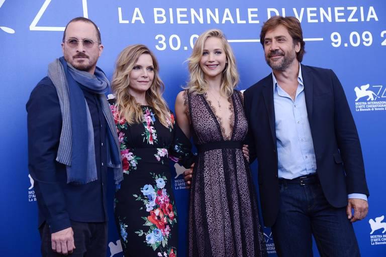 Darren Aronofsky, Michelle Pfeiffer, Jennifer Lawrence e Javier Bardem durante o Festival de Veneza 2017