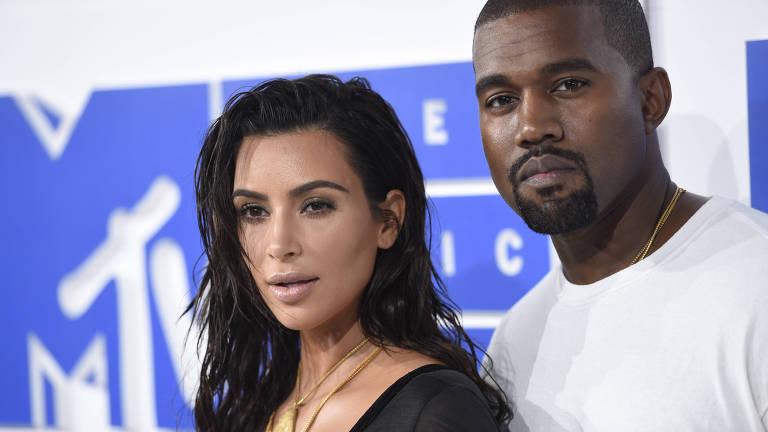 Kim Kardashian e Kanye West no MTV Video Music Awards em Nova York (EUA)